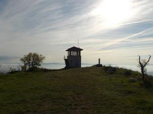 Cima de Cerro y puesto de vigilancia.