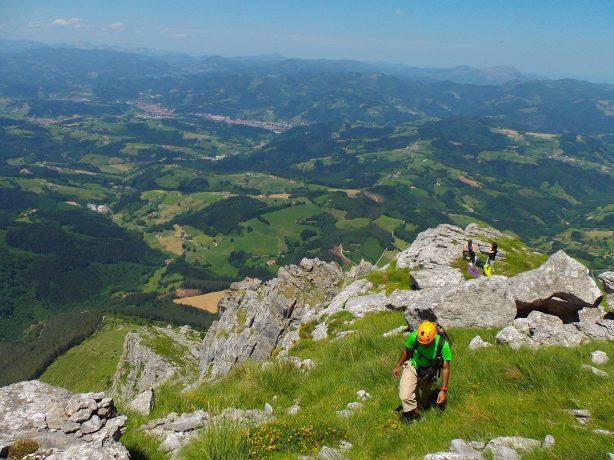 La cresta se ensancha de camino a Erlabeltzeko Puntie.