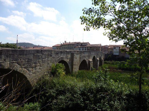 Cruzamos el puente medieval de Armiñón.